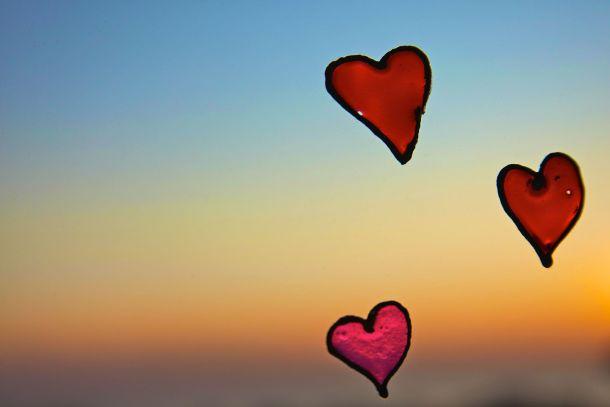 Hearts_on_a_window_sunset