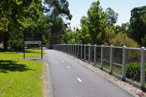 Chainmesh fence,cyclone fence, bike path fence,chainlink fence,chainwire fence,