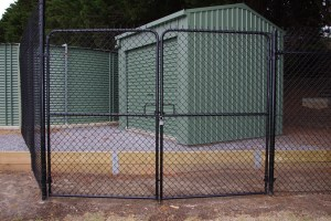 black chainmesh fence and gates,black pvc chainmesh gates / shed enclosure,