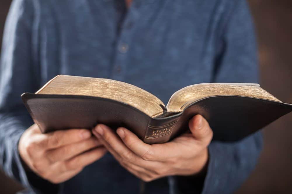What does the Bible Say about Standing for Righteousness?: The Fervent Mama - It's time for the true church to stand for righteousness. There has never been a better time stand up against sin and prepare for spiritual war.
