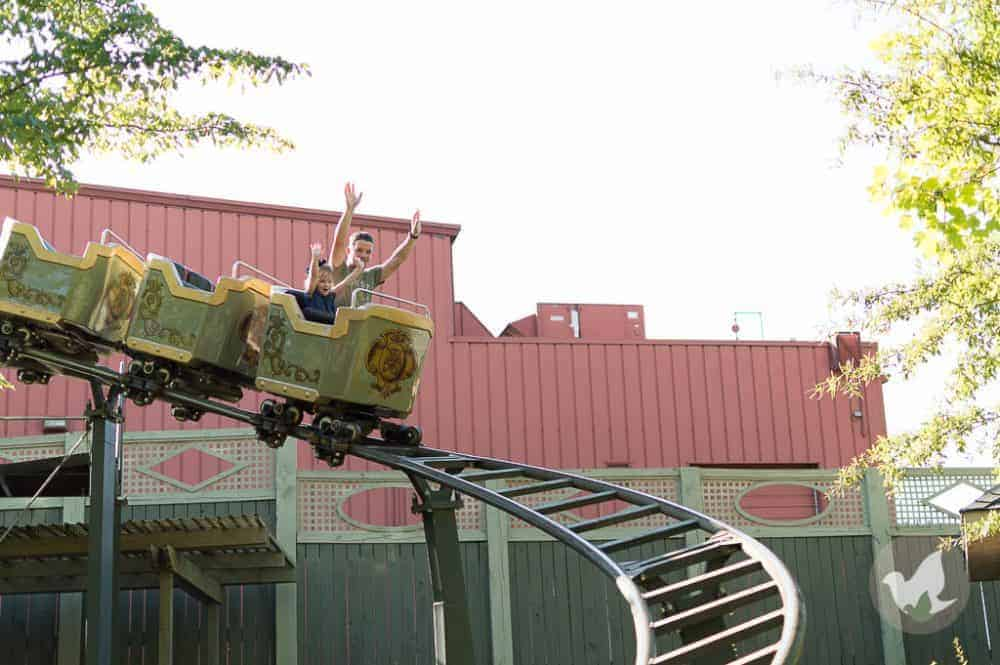 15 Silver Dollar City Tips, Tricks and Hacks - The Fervent Mama: The only thing I can complain about is the weather; I do wish it was a tad bit cooler. 15 Silver Dollar City Tips, Tricks, and Hacks to make your trip great