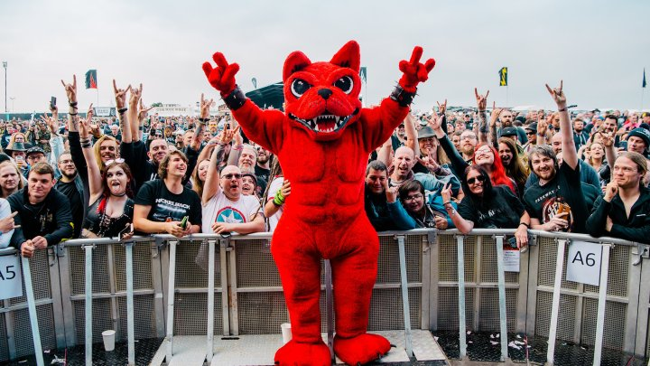 Download Festival Dog Zippo Encore Stage Crowd