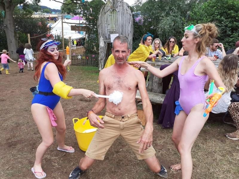 Nozstock performers washing people