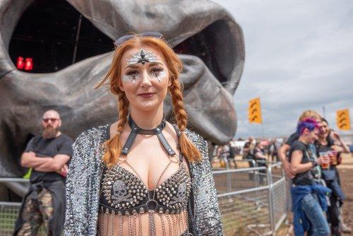 Download Festival giant dog