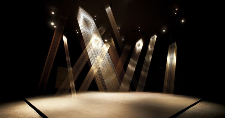 Gold Thread Installation by Lygia Pape