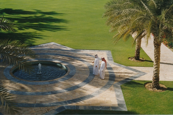 Fountain in Dubai  image: Erik Mustonen