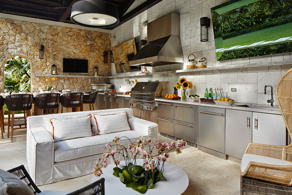 One of the key elements to good outdoor kitchen design is the proper amount of counter space. Grills should have 24 inches on one side and 12 inches on the other. Sinks should have 18 inches on each side. image: Kalamazoo Outdoor Gourmet