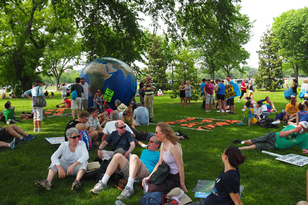 Marchers take a break in the shade by the Ellipse south of the White House / image: Alexandra Hay