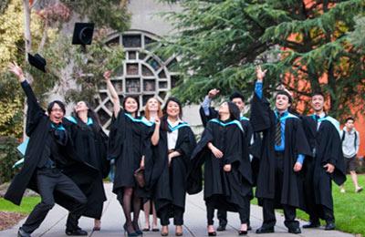 monash-graduates-1