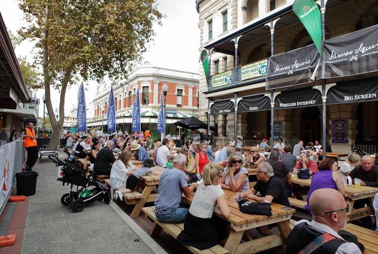 Fremantle street crowd