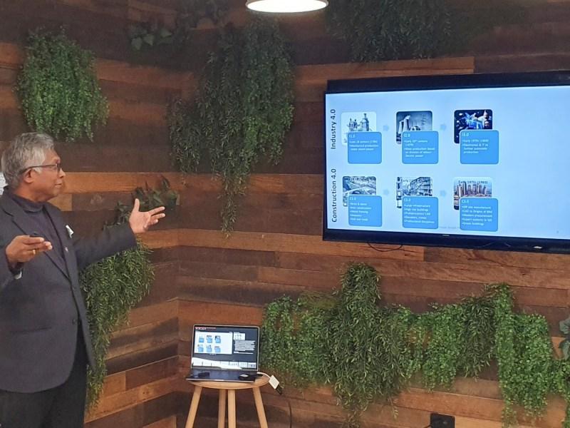Professor Srinath Perera. Photo: Centre for Smart Modern Construction presenting