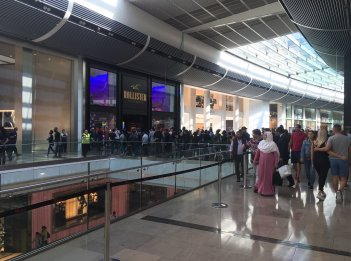 People queuing up for an Iphone in Westfield