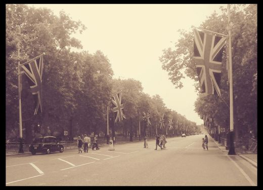 The Mall leading up to Buck's Palace, complete with some lovely large Union Jacks