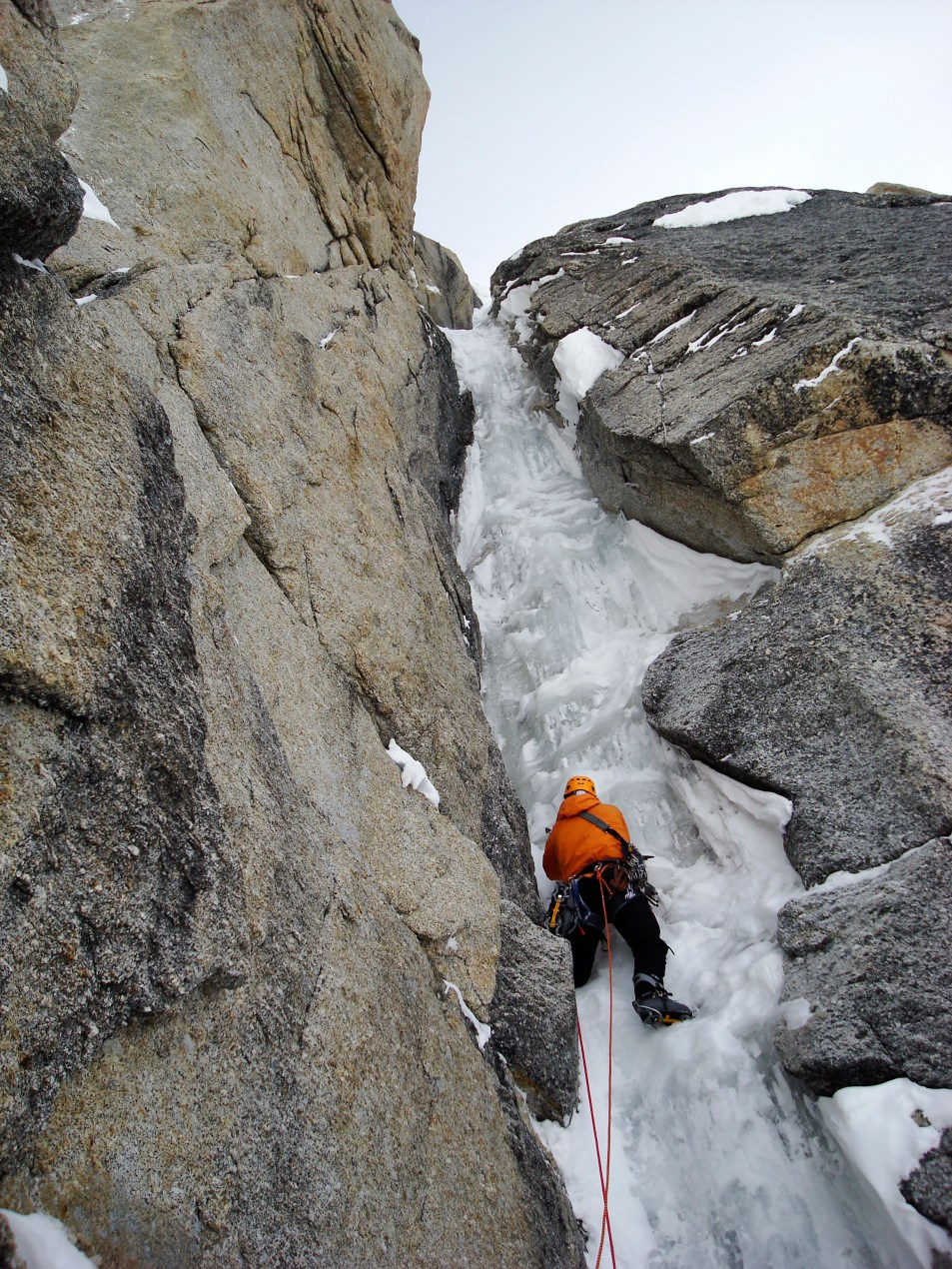 Eamonn Walsh leads the third pitch of The Shaft on Mount Hunter's Moonflower Buttress. May 2007 (Photo: Mark Westman)