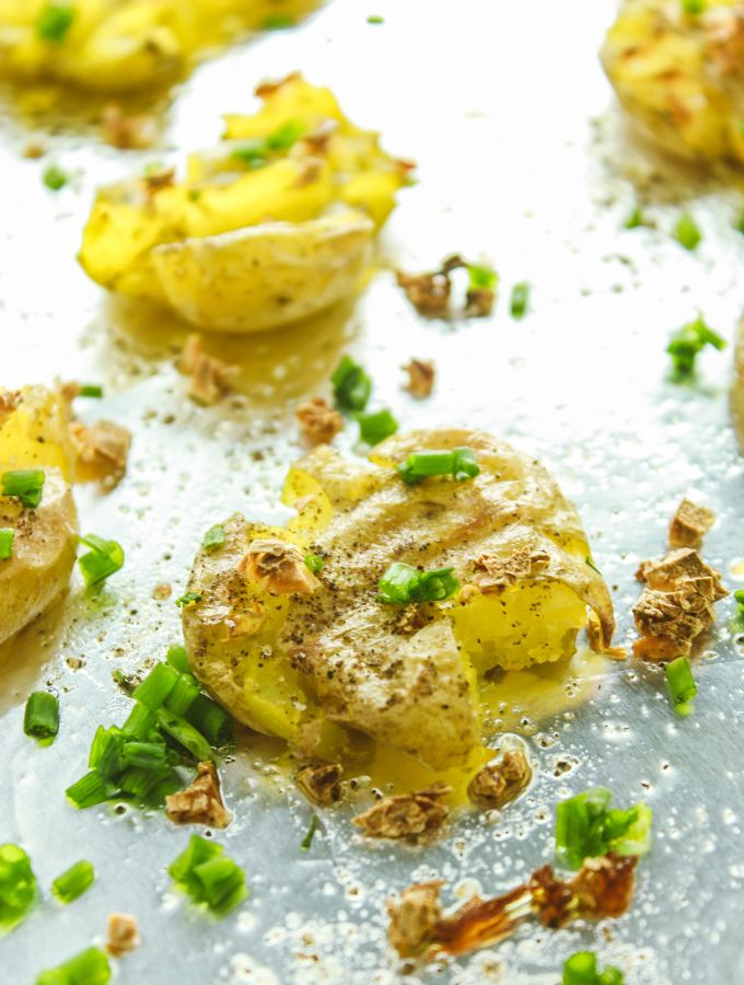 The Easiest Garlic Smashed Potatoes