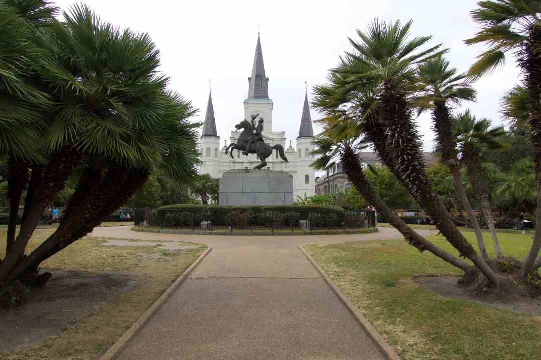 "With it's Spanish and French roots, flavorful food, and vibrant life music scene, New Orleans is a city not of ""things to do,"" but to experience in full. Read more at thefivefoottraveler.com"