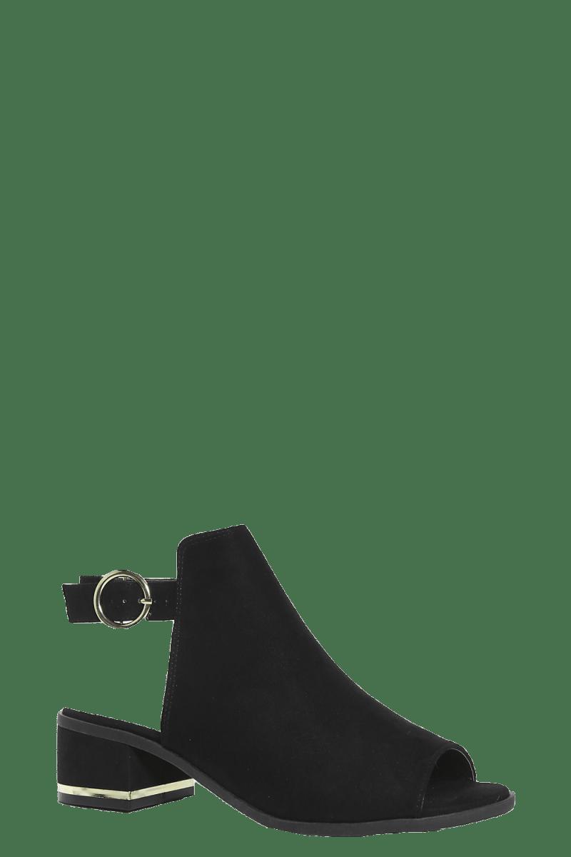 The Ten Pieces Your Wardrobe Needs