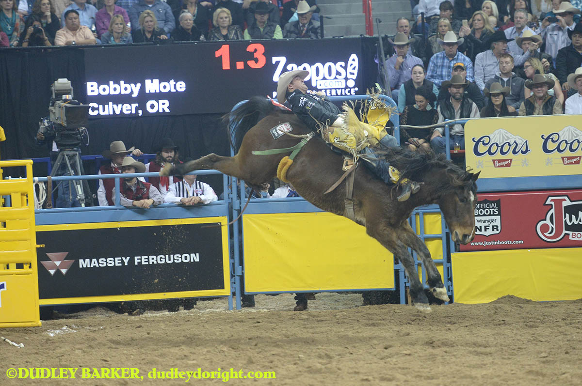 Bobby Mote, round three, 2014 WNFR, Dec. 6, 2014 || Photo by DUDLEY BARKER, dudleydoright.com