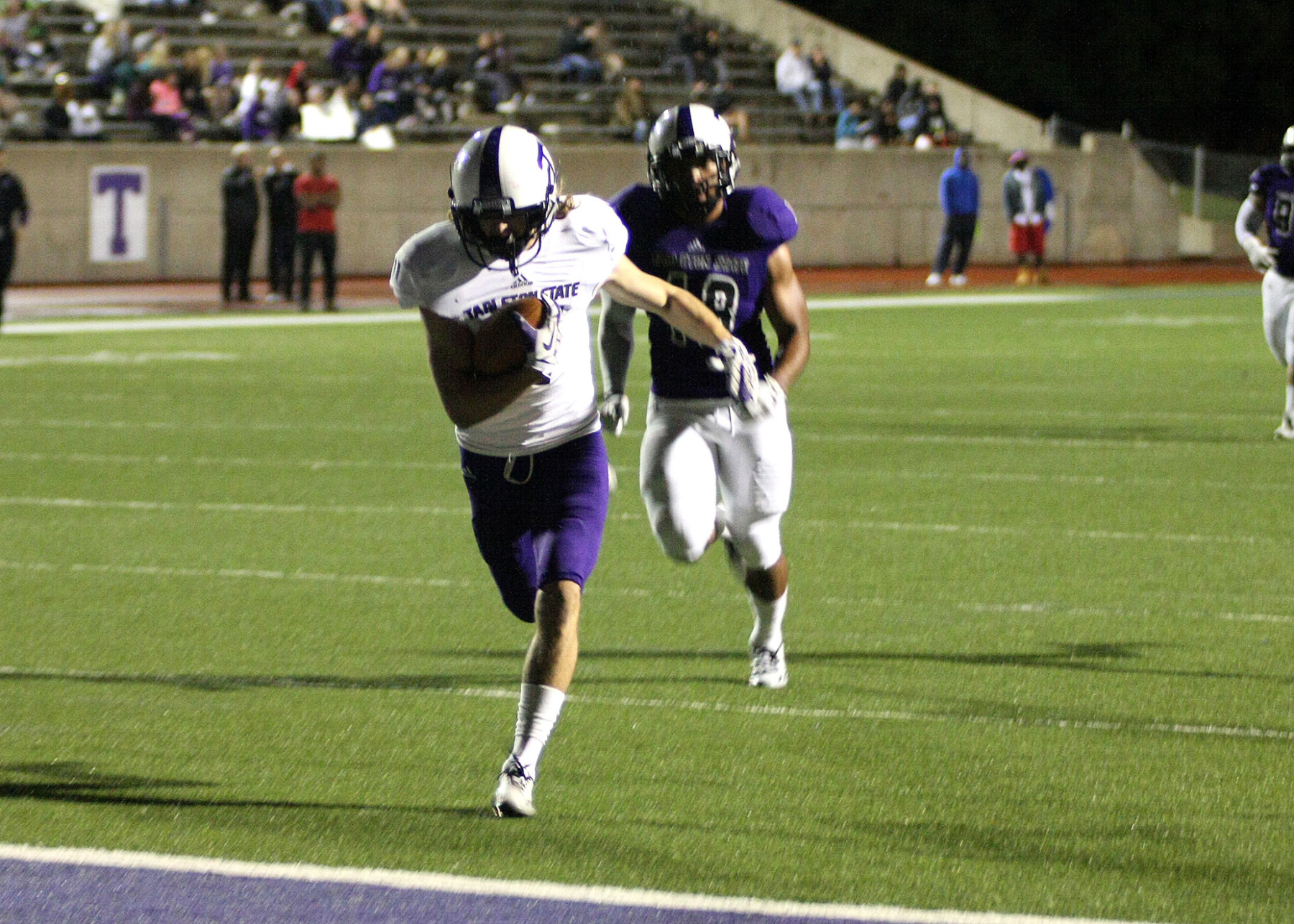 Cason Fornes hauled in two touchdown passes for White in Saturday's Tarleton spring game. || BRAD KEITH/TheFlashToday.com