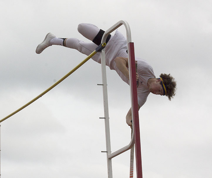 Jon Clark Giddings is headed to regionals after fighting off a quad injury to place fourth in the pole vault at the area meet in Graham Thursday. || Dr. CHET MARTIN