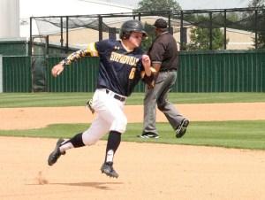 Dominic Ward run bases