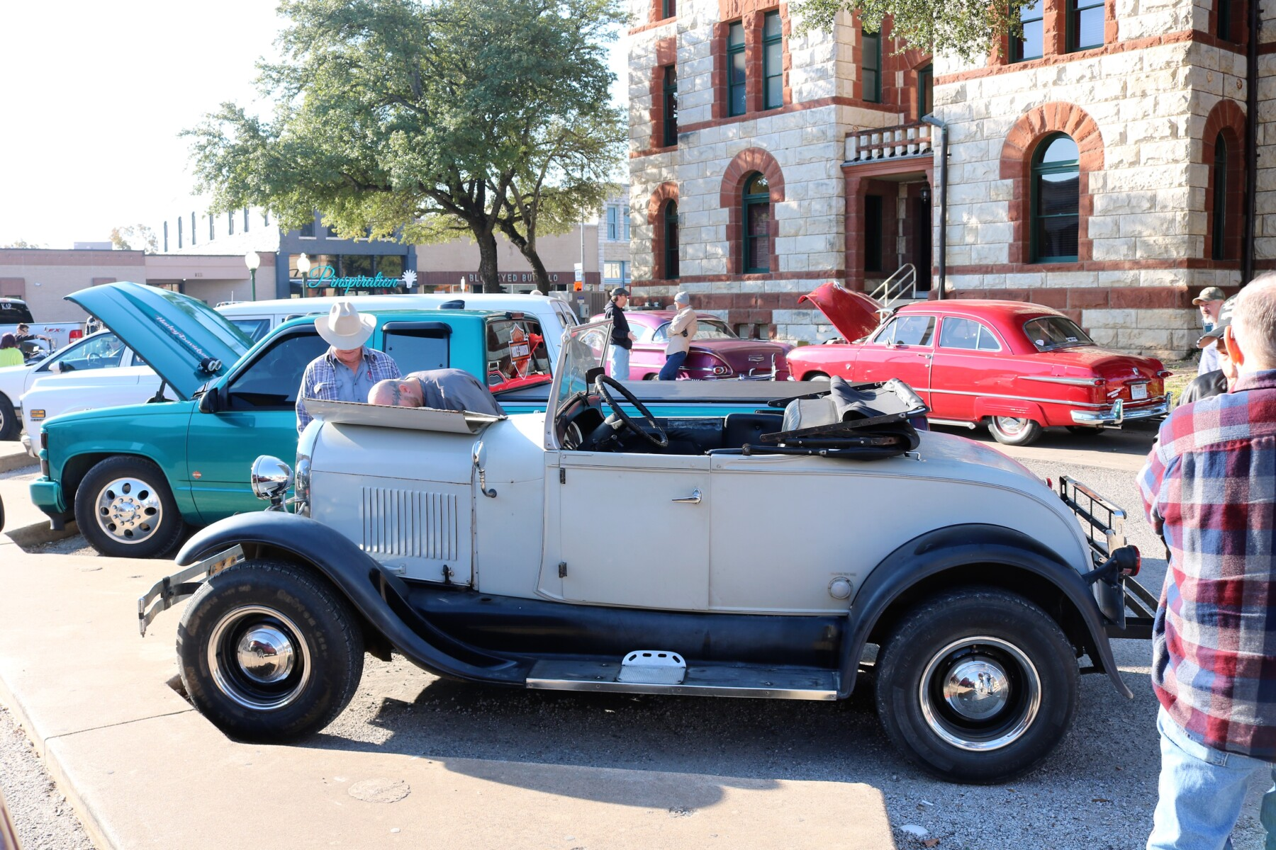 Cars-Coffee-at-the-Courthouse-10