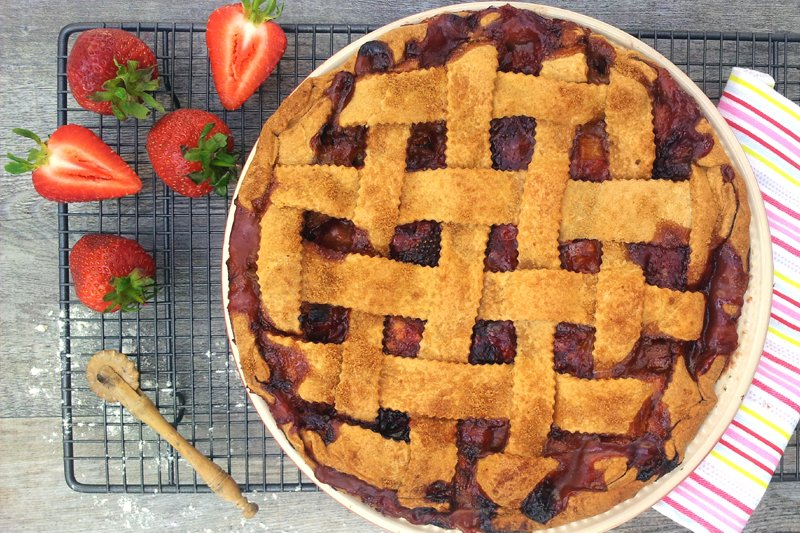 Rhubarb, Strawberry and Banana Pie [vegan]