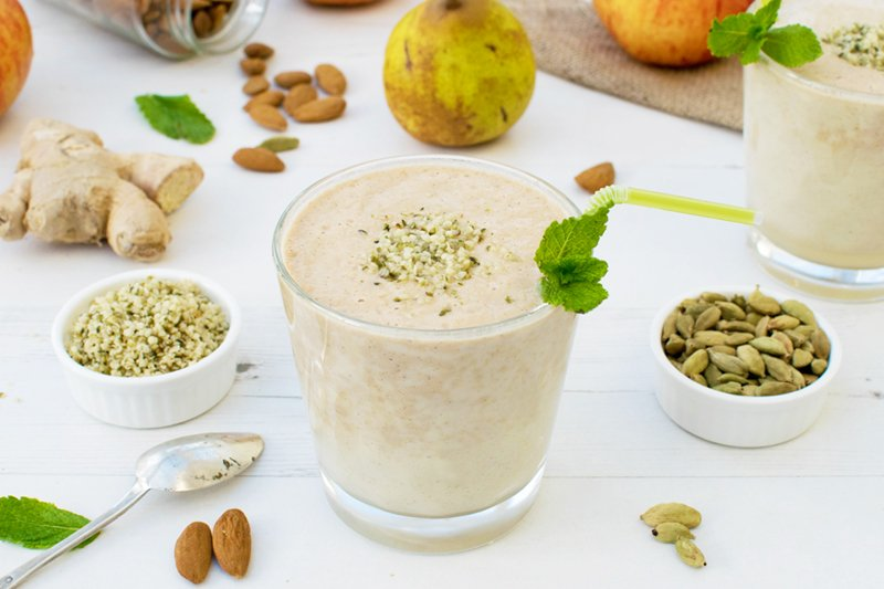 Apple & Pear Cardamom Ginger Smoothie [vegan] [gluten free] by The Flexitarian