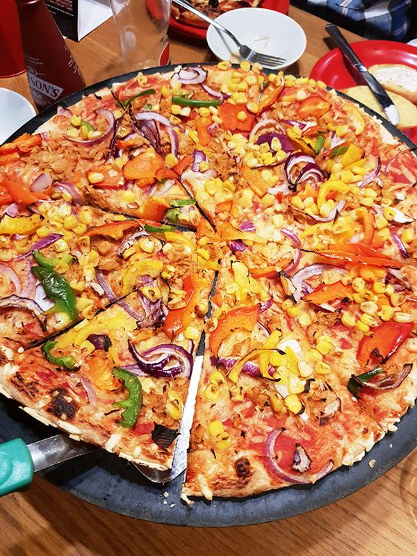 Pizza Hut Vegan Jackfruit Pizza 'Jack 'n' Ch**se © 2019 - Annabelle Randles : The Flexitarian : www.theflexitarian.co.uk
