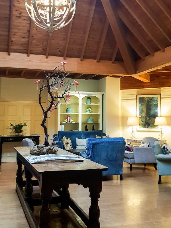 Careys Manor Hotel Lounge 2019 © Annabelle Randles The Flexitarian