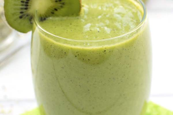 Banana & Kiwi Smoothie 2020 © Annabelle Randles | The Flexitarian