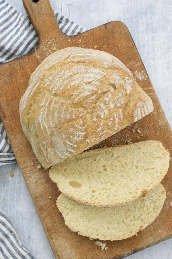 Easy White Loaf Sliced 2020 © Annabelle Randles The Flexitarian Le Flexitarien