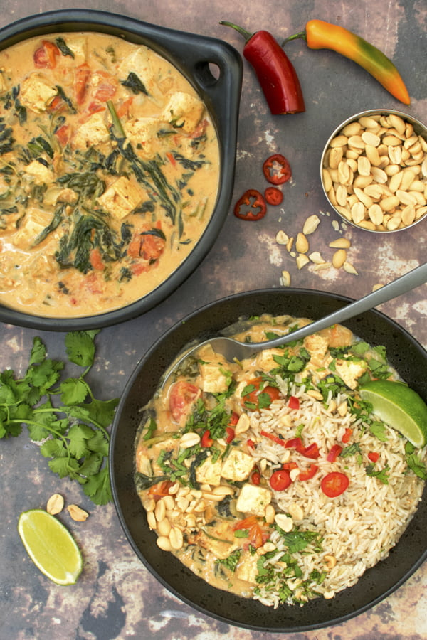 Tofu & Spinach Peanut Butter Stew [vegan] © Annabelle Randles | The Flexitarian