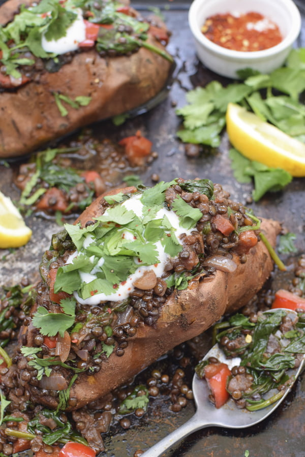Baked Sweet Potatoes with Smoky Beluga Lentils [vegan] [gluten free] © Annabelle Randles | The Flexitarian