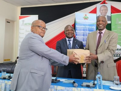 FCPA Fernandes Barasa, MD KETRACO and Prof. Paul Wainaina, VC Kenyatta University exchange the Memorandum of Understanding (MoU) at Kenyatta University