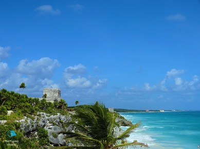 Tulum, presiding over the blue