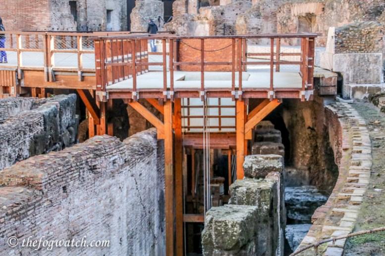 Colosseum lift mechanism