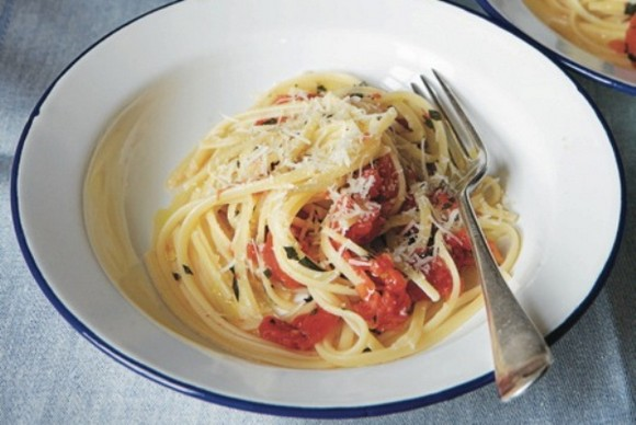 Traditional Italian Quick Linguine and Tomato Lunch recipe photo