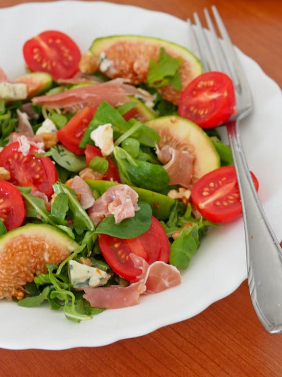 Fig, Prosciutto, Blue Cheese and Tomato Salad recipe