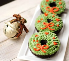 Christmas Wreath Doughnuts by Leanne Bakes