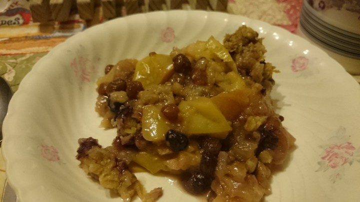 Slow Cooker Apple and Berry Crumble