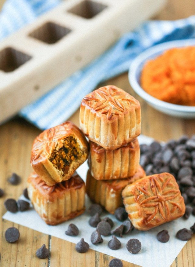 Mini Pumpkin Mooncakes