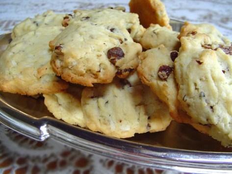 Walnut and Raisin Cookies (75 calories)