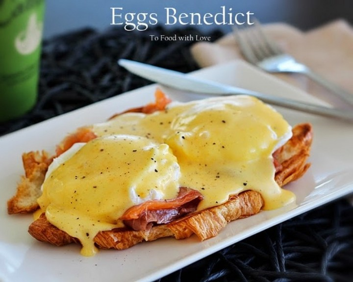Easy Smoked Salmon Eggs Benedict on Toasted Croissant Recipe