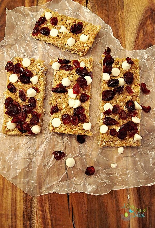 http://acultivatednest.com/2015/01/no-bake-granola-bars/