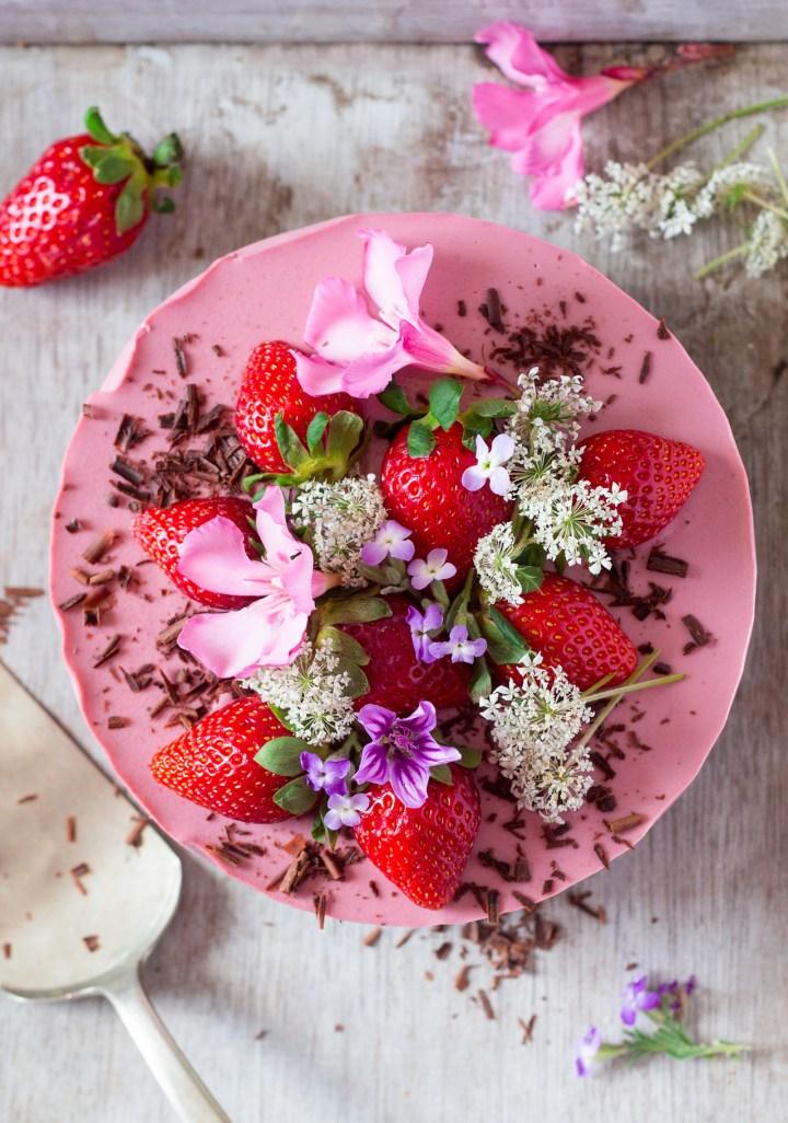 http://www.lazycatkitchen.com/vegan-strawberry-cheesecake/