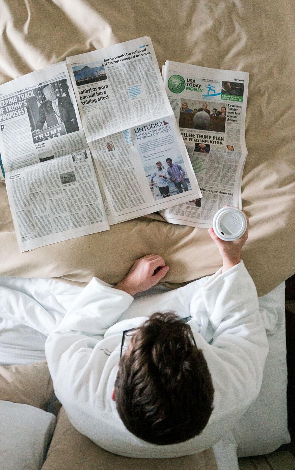 1000IslandsHarborHotel.Coffee and Newspapers