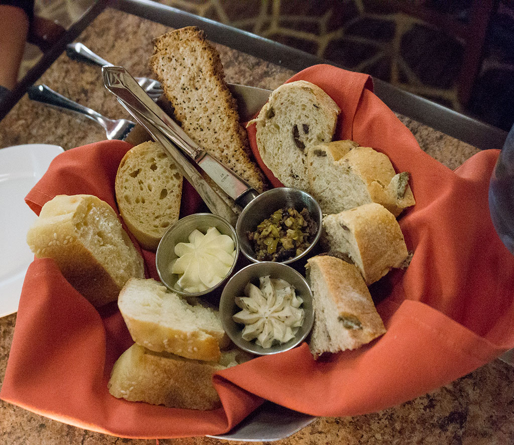 1000IslandsHarborHotel.Bread Basket