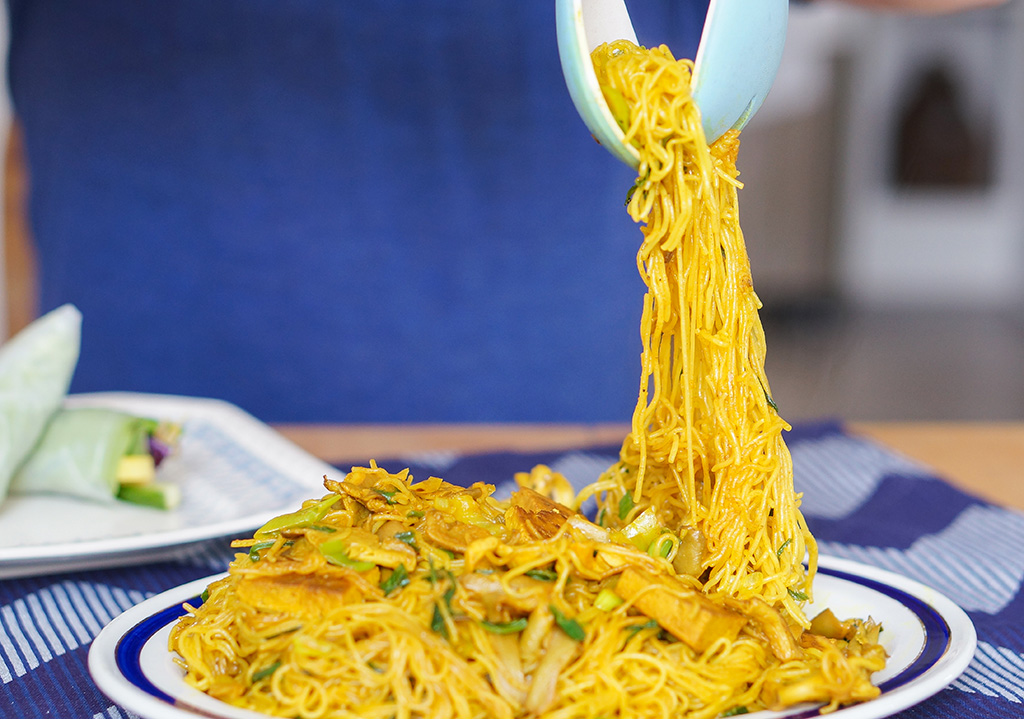 Vegetarian Vietnam The Food Girl in Town Tumeric Noodles