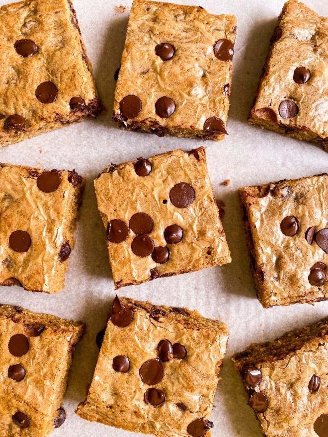 gooey chocolate-chip blondies